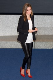 Princess Letizia injected some color into her monochrome outfit with a pair of bright red pumps.