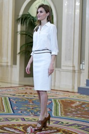 Princess Letizia broke her all-white motif with a pair of brown peep-toe brogues.