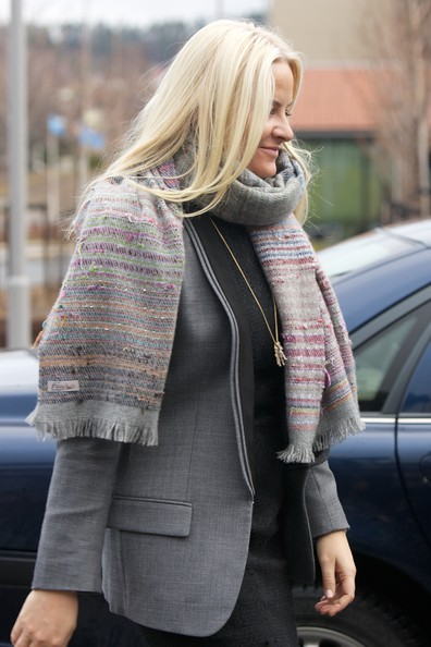Princess Mette-Marit Patterned Scarf [clothing,photograph,street fashion,blond,plaid,pink,outerwear,snapshot,fashion,jacket,mette marit of norway,crown prince haakon,people,courses,number,subjects,arbeidsinstituttet,norway,labour institute,visit]