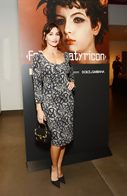 A pair of black pointy pumps accentuated the classic feel of Gina Gershon's look.