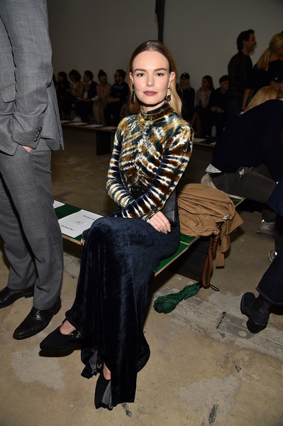 More Pics of Kate Bosworth Chain Strap Bag (4 of 10) - Kate Bosworth Lookbook - StyleBistro [fashion,fashion design,event,fashion show,leg,textile,sitting,haute couture,fashion model,long hair,kate bosworth,front row,wall street,new york city,proenza schouler,new york fashion week]