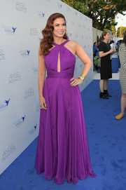 Debra Messing chose a Jovani halterneck cutout gown in a beautiful purple hue for the 2018 Angel Awards.