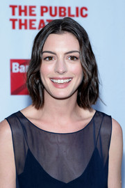 Anne Hathaway sported casual short waves at the Public Theater's Annual Gala.