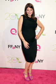 Gail Simmons kept it simple yet elegant in a sleeveless black maternity dress when she attended the FFANY Shoes on Sale event.