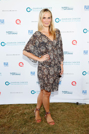 Molly Sims added a hint of edge with a pair of studded red sandals.