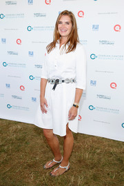 Brooke Shields matched her dress with a pair of white thong sandals.