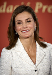 Queen Letizia of Spain adorned her lobes with classic diamond drop earrings.