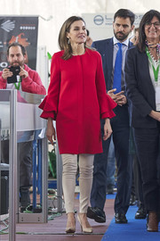 Queen Letizia paired her coat with cream-colored skinny pants.