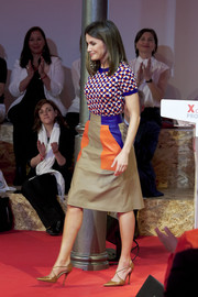 Queen Letizia completed her vibrant outfit with a color-block leather skirt, also by Boss.
