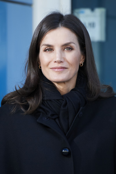 Queen Letizia of Spain stayed cozy with a black scarf while attending a UNICEF meeting.
