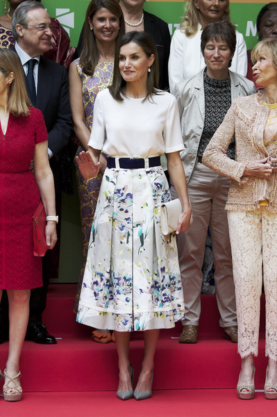 Queen Letizia of Spain Envelope Clutch [clothing,premiere,fashion,dress,lady,red carpet,flooring,event,carpet,fashion design,queen,letizia,letizia attends,spain,madrid,mujeres por africa foundation,mujeres por africa foundation,event,event]