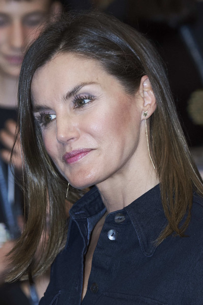 Queen Letizia of Spain Dangling Chain Earrings [the summer courses of the international school of music,hair,face,eyebrow,hairstyle,lip,chin,beauty,brown hair,blond,long hair,letizia,international music school summer courses,spain,fundacion princesa de asturias,prince felipe auditorium,oviedo]