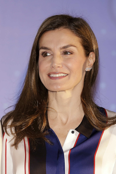 Queen Letizia of Spain Long Side Part [letizia,spain delivers discapnet awards,awards,discapnet,hair,hairstyle,brown hair,long hair,official,smile,layered hair,spain,madrid,somontes club]