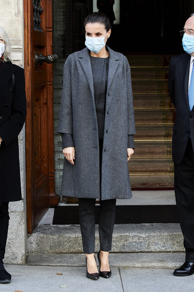 Queen Letizia of Spain Tweed Coat [letizia of spain arrives to a meeting with fundeurae,clothing,footwear,leg,coat,trousers,standing,dress shirt,shirt,collar,outerwear,keyboard,queen,letizia,language,coat,black tie,clothing,spain,meeting,overcoat,coat,fashion,blazer,haute couture,shoe,winter,tuxedo m.,model m keyboard,black tie]
