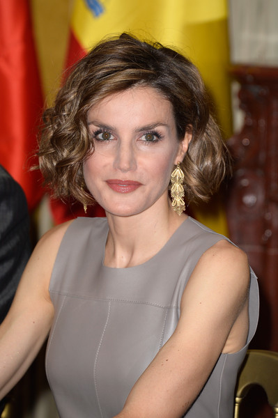 Queen Letizia of Spain Curled Out Bob [hair,face,hairstyle,lady,beauty,chin,blond,lip,brown hair,long hair,letizia,felipe,letizia,spain,france,library,paris,institute,visit,meeting]