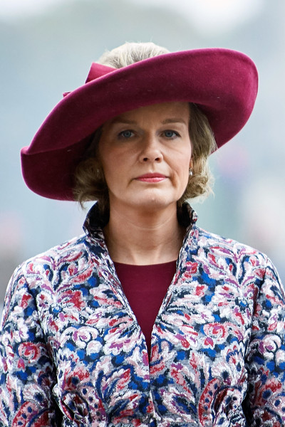 Queen Mathilde of Belgium Decorative Hat [clothing,hat,lady,beauty,sun hat,fashion accessory,fashion,headgear,lip,outerwear,mathilde of belgium,queen,royal,part,poland,tomb of the unknown soldier,warsaw,visit]