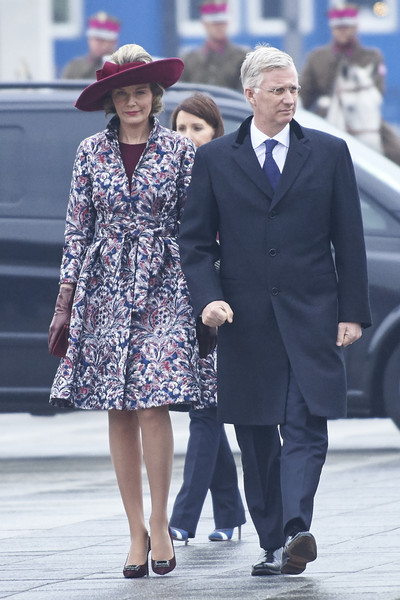 Queen Mathilde of Belgium Printed Coat [people,fashion,street fashion,lady,hat,snapshot,human,suit,standing,fedora,mathilde of belgium,philippe of belgium,queen,royal,part,poland,tomb of the unknown soldier,warsaw,visit]