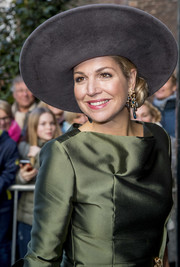 Queen Maxima accessorized with a beautiful pair of gemstone chandelier earrings by Ole Lynggaard at the opening of 'A Royal Paradise' exhibition.