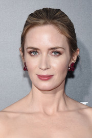 Emily Blunt finished off her look with a pair of chunky gemstone earrings by Lorraine Schwartz.