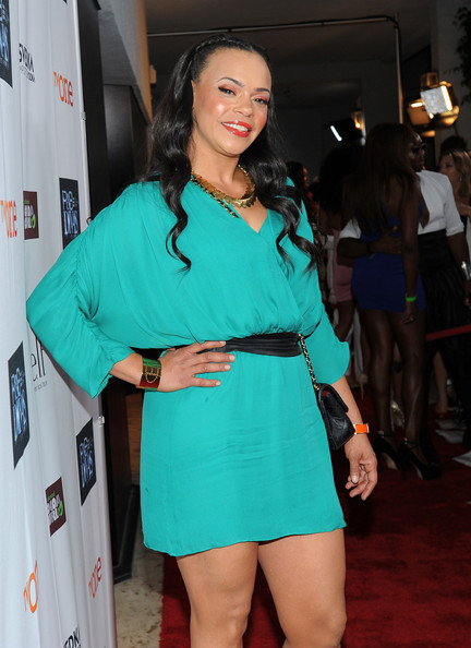 More Pics of Faith Evans Bright Lipstick (1 of 5) - Bright Lipstick Lookbook - StyleBistro