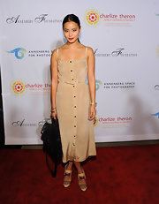 Jamie Chung paired her beige dress with chic color-blocked sandals.
