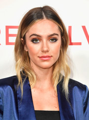 Delilah Hamlin sported a subtly wavy ombre hairstyle at the #REVOLVEawards.