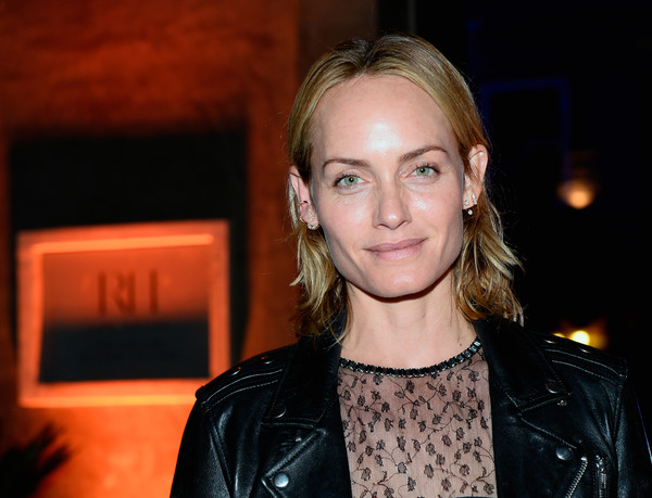 Amber Valletta sported casual short waves at the unveiling of RH Las Vegas.