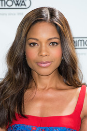 Naomie Harris wore her hair in soft waves with an off-center part during the Rimowa store opening in London.
