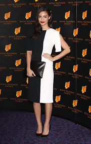 Anna Shaffer looked great in both black and white when she sported this dual-colored cocktail dress.