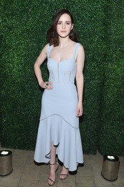 Rachel Brosnahan paired her lovely dress with glittery gray sandals by Nicholas Kirkwood.