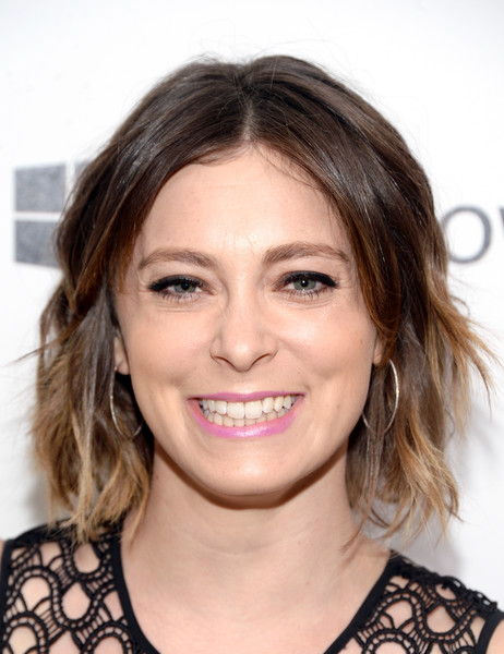Rachel Bloom Short Wavy Cut []