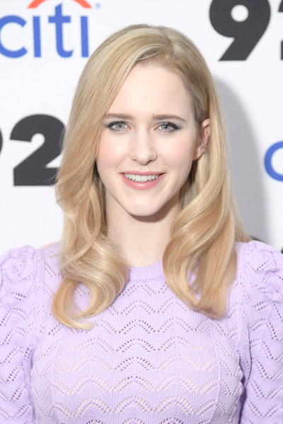 Rachel Brosnahan looked lovely with her long wavy 'do at the 92nd Street Y Conversation.