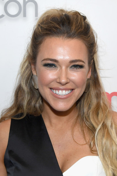 Rachel Platten Half Up Half Down [paramount pictures presentation highlighting,hair,face,hairstyle,blond,eyebrow,facial expression,chin,lip,beauty,smile,rachel platten,caesars palace,the colosseum,nevada,las vegas,cinemacon 2018,paramount pictures presentation highlighting its,beyond,convention]