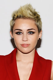With a heavy smoky eye and bold fauxhawk, Miley opted to keep her lips simple and nude so as not to overdo the rocker style.