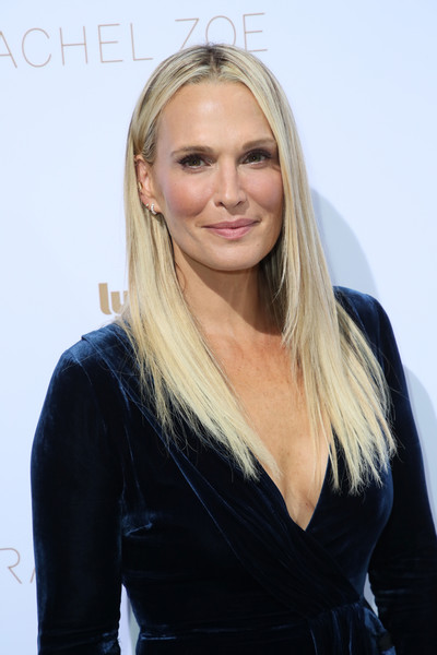 Molly Sims wore her hair in a straight layered cut at the Rachel Zoe Spring 2019 presentation.