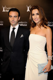 Paloma looked classically glamorous holding a white glittering envelope clutch.