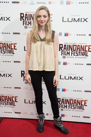 Amanda Seyfried completed her comfy ensemble with a pair of two-tone work boots.