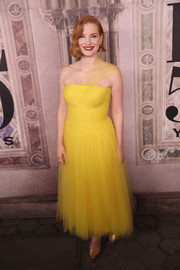 Jessica Chastain paired her lovely dress with gold peep-toes.