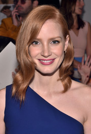 Jessica Chastain looked gorgeous at the Ralph Lauren fashion show wearing this side-parted wavy hairstyle.