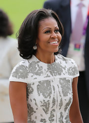 Choppy layers made MObama's hair looked light and full of volume.