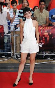 Katie paired these daisy lace shorts with a draped turtleneck top for a stark white look on the red carpet.
