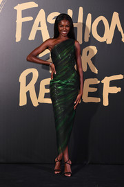 Leomie Anderson cut a svelte figure in this green one-shoulder dress at the 2019 Fashion for Relief London.