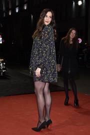 Liv Tyler paired her dress with metallic-heeled pumps.