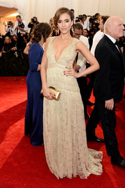Jessica Alba chose a metallic gold clutch, also by DVF, to pair with her beautiful dress.