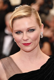 Kirsten Dunst opted for a classic side-parted bun when she attended the Met Gala.
