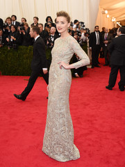 Amber Heard exuded classic elegance in a taupe lace gown by Giambattista Valli Couture during the Met Gala.