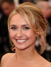 Hayden Panettiere swept her locks up into a messy-glam 'do for the Met Gala.