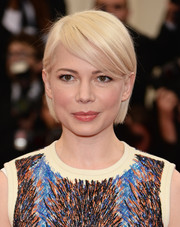 Michelle Williams kept it simple on the Met Gala red carpet with this short side-parted straight hairstyle.