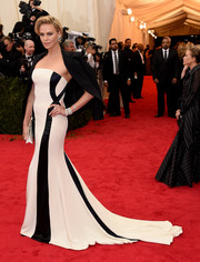 Charlize Theron was all about understated elegance in a monochrome strapless gown by Christian Dior Couture during the Met Gala.
