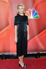 Rachael Taylor chose a sleek column dress with a shimmery touch to it for a sleek and modern red carpet look.